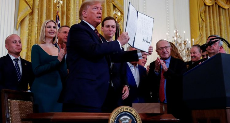 Trump signs antisemitism order