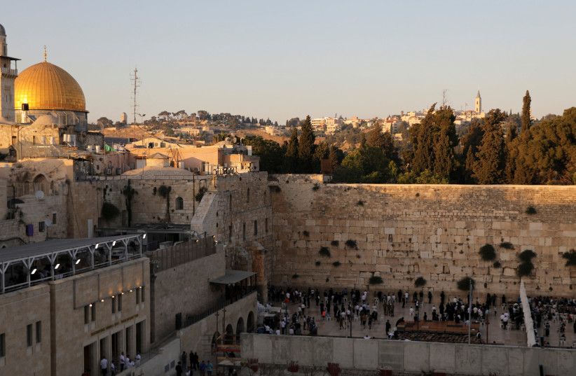 Palestinians living in theWest Bankwere told that the Western Wall in Jerusalem belongs only to Muslims during a filler piece between television programs on the official Palestinian Authority TV.